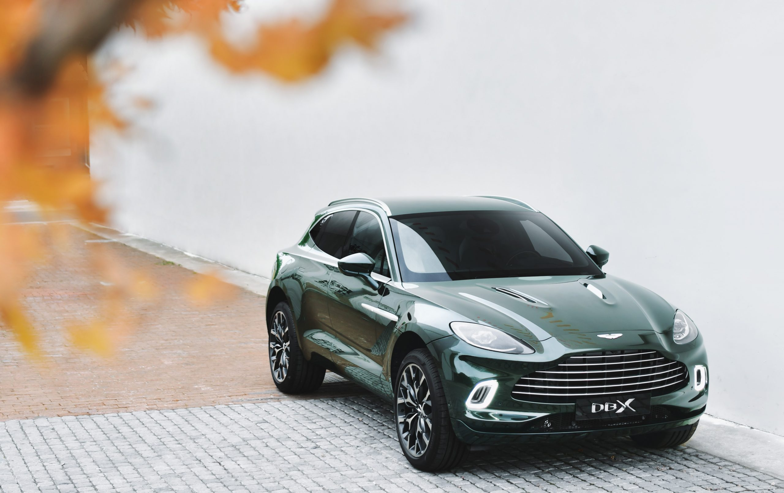 Aston Martin Milano promuove la creatività